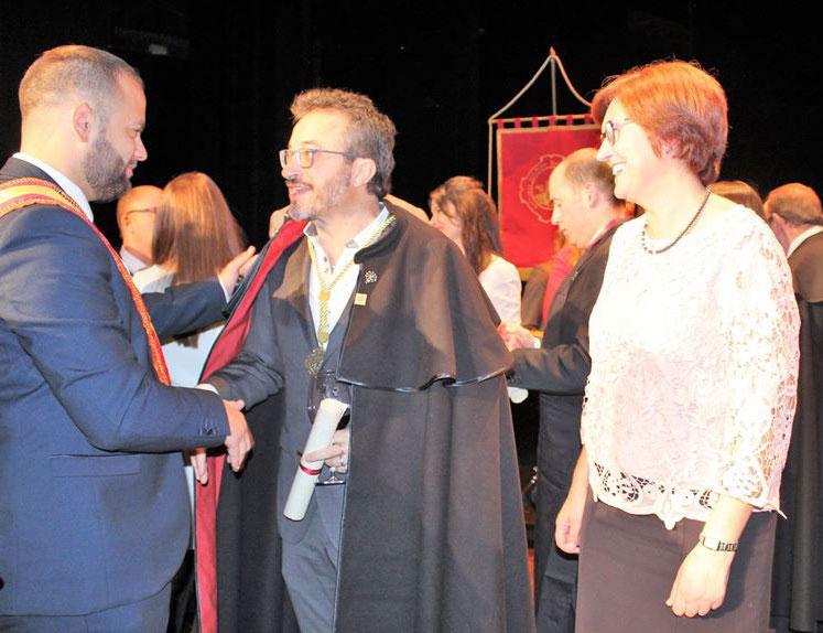 La Cofradía Reino del Vino de la Monastrell enviste a Roque Baños