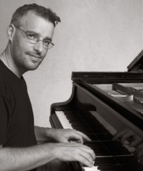 Johan Söderqvist para el drama Lyrebird