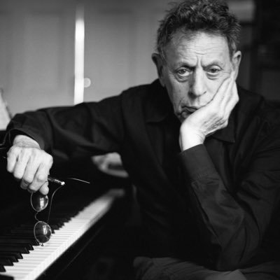 Philip Glass y Paul Leonard-Morgan en la serie Tales from the Loop